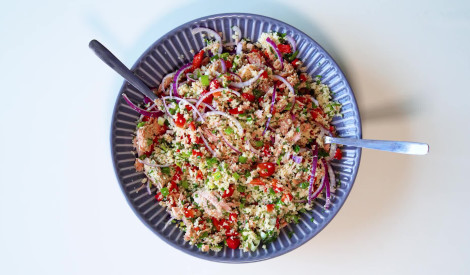 Kuskusa salāti ar tunci un zaļumiem