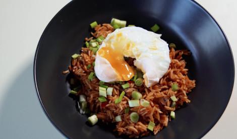 Rīsi ar kūpinātu siļķi tomātos un plaučolu