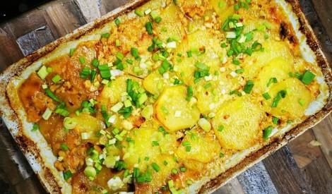Kartupeļu sacepums ar liellopu malto gaļu un Brie siera mērci