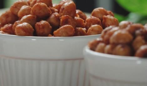 Kraukšķīgā turku zirņu uzkoda: saldā un sāļā versija