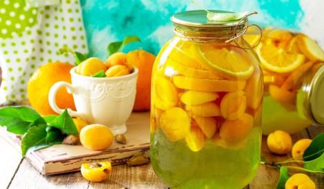Aprikozu un apelsīnu kompots ziemai bez pasterizēšanas
