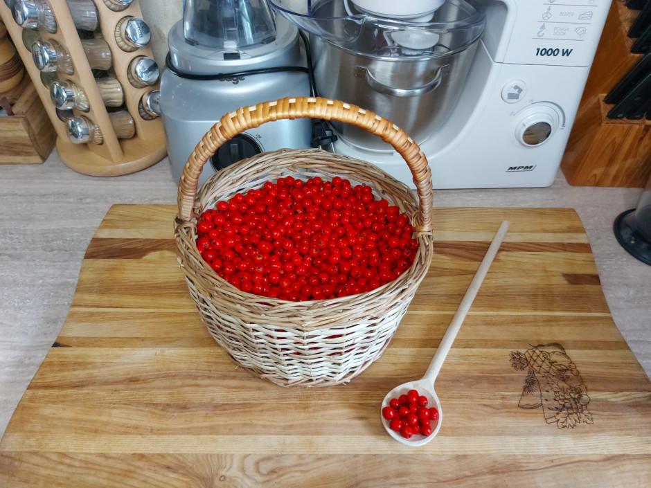 Katrā burciņā ber 200 ml tīru, nomazgātu pīlādžogu, kuras ie...