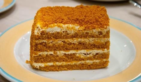 Mājas vienkāršā medus kūka