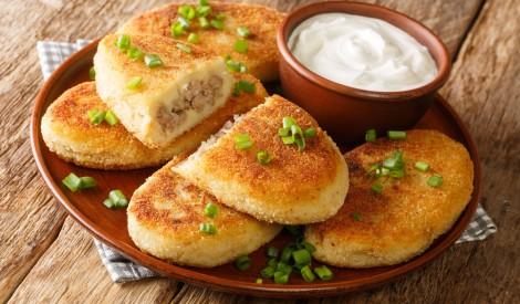 Vārītu kartupeļu cepelīni ar gaļu