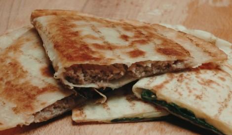 Tortiljas čebureks ar gaļu